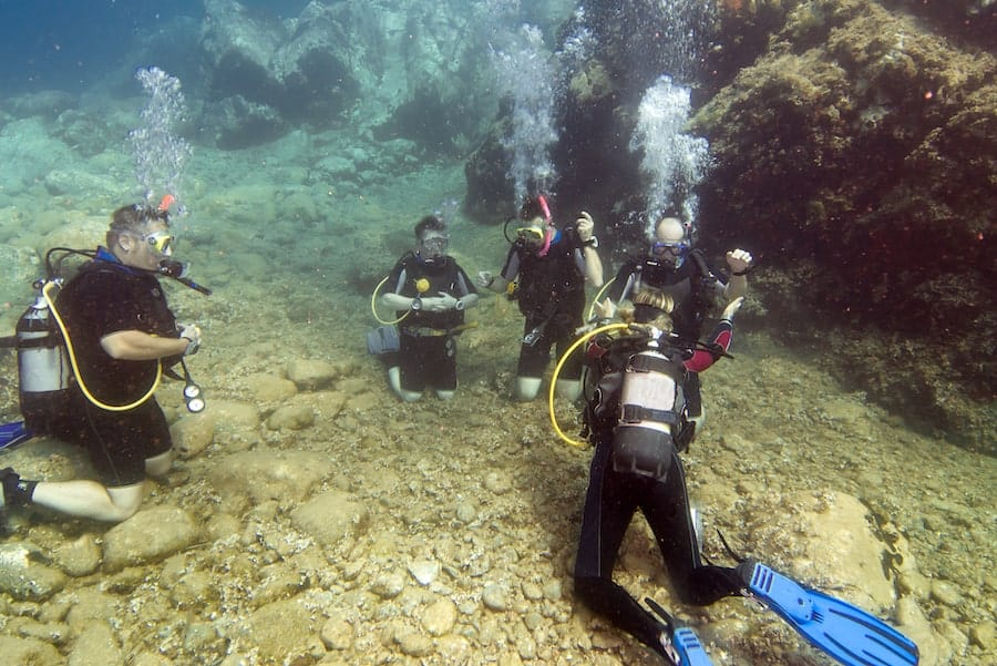 Scuba Diving Tips - 5 Tips to Improve Your Scuba Diving Experience - Scuba Diving Tips A group of divers underwater taking a scuba diving course