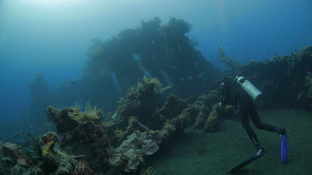 shipwreck diving