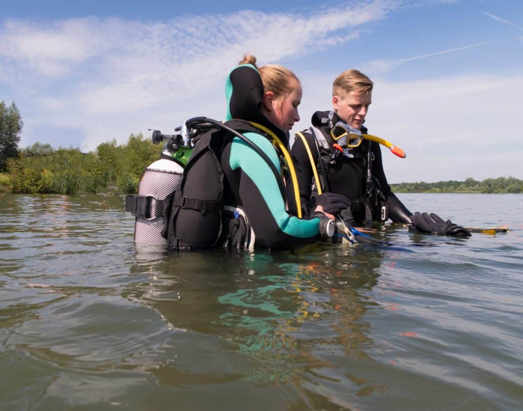 How to Choose the Right Diving School for You